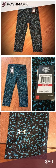 """NWT Under Armour Heatgear Compression Capri 📦 Same day shipping (excluding Sun/holidays or orders placed after P.O. Closed) ❓Please ask any questions prior to buying. I want you to be 💯% Happy❣  PRICE FIRM (unless bundled). Brand new with tags. Cool black and blue pattern amp up your workout style in these form fitting compression Capri by Under Armour. The last photo show the material contents. Smoke/pet free home. Under Armour logo on leg. Flat measurements: 11.5"""" across waist, 8"""" rise…"""
