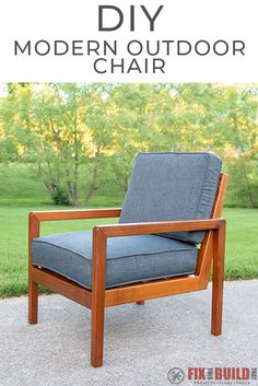 Modern DIY Outdoor Chair from Cedar This chair DIY Modern Outdoor Chair would look so good on my porch! And it's made from only cedar and Great outdoor furniture addition! Furniture Design Modern, Modern Outdoor, Outdoor Chairs, Diy Garden Furniture, Furniture Plans, Diy Chair, Outdoor Chairs Diy, Modern Outdoor Chairs, Diy Outdoor Furniture