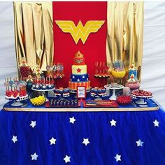 I love Wonder Woman! The amazing new movie prompted an upgrade to Classy Wonder Woman Birthday Party Decor. Find classy Wonder Woman party sources here! Wonder Woman Kuchen, Wonder Woman Cake, Wonder Woman Party, Baby Wonder Woman, Superhero Birthday Party, 4th Birthday Parties, Birthday Party Decorations, 5th Birthday, Superhero Party Decorations