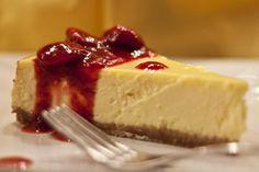 Základný originálny pečený americký cheesecake z bežne dostupných slovenských surovín. Chutí vynikajúco, no zvládne ho pripraviť aj amatér. V chladničke po upečení vydrží aj 4 dni (ak ho dovtedy nezjete)