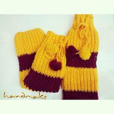 Gryffindor leg warmers #handmake #knitting #knittersofinstagram #craft #handmade #etsy #forewoman #legwarmers #gryffindor #harrypotter #yellow #winter #wool #гетры #гаррипоттер #гриффиндор #зима