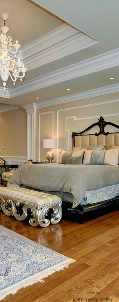 Don't like anything in this room but the gorgeous bench at the foot of the bed!