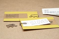 DIY Business Card via Oh, Hello Friend . These DIY business cards are amazing! Made from kraft paper labels and yellow cards these include a custom temporary tattoo and adorable elephant paper clip. {love the kraft paper labels} Cute Business Cards, Printable Business Cards, Craft Business, Business Card Design, Inspired By Charm, Custom Temporary Tattoos, Diy Tattoo, Pretty Packaging, Paper Clip