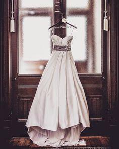 Victorian houses for the win... #comfortzone #weddinggown #weddingdress #weddingsofinstagram #instaweddings #vintagebride #vintagewedding #weddingcouture #doorways #anneedgarphoto