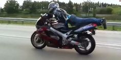 Motorcycle planking - As if riding a motorcycle wasnt dangerous enough Planking, A Funny, Funny Stuff, Humphrey Bogart, I Love To Laugh, Laughter, Comedy, Funny Pictures, Public