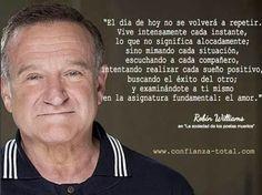 Uno de mis actores favoritos, siempre admire la versatilidad en cada papel que hacía. Que pesar que ya no este con nosotros. Descanse en Paz Robin Williams :-(.