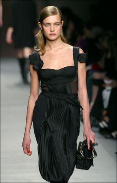 Vogue Uk, Vogue Fashion, Vogue Paris, Look Fashion, Timeless Fashion, Runway Fashion, Ladies Fashion, Dior Haute Couture, Natalia Vodianova