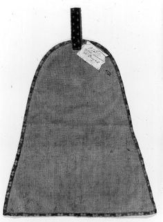 Purse back. Paris, 1300-1410. 34.7 cm high x 29.7 cm wide.