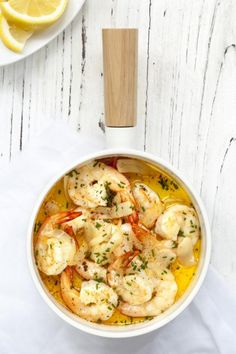 Czosnkowe krewetki - Przepisy - Kolacja - CookMagazine Fish Dishes, Seafood Dishes, Main Dishes, Easy To Cook Meals, Quick Weeknight Meals, Fish Recipes, Seafood Recipes, Cooking Recipes, Recipies