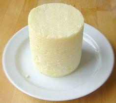 Ricotta (Paneer) - formet i gammel tomatdåse
