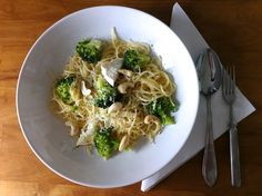 Broccoli pasta with cashew nuts and goat cheese
