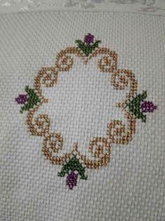 Baby Cross Stitch Patterns, Cross Stitch Alphabet, Cross Stitch Designs, Crochet Patterns, Cross Stitching, Cross Stitch Embroidery, Cross Stitch Gallery, Embroidered Roses, Cross Stitch Needles