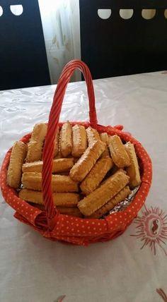 Υιικά 500 γρ βούτυρο ή μαργαρίνη 1/2 κιλό ζάχαρη 8 αυγά 1 ποτήρι γάλα 2 κουτ του γλυκού αμμωνία 1 κουτ.κοφτό σόδα 2 κιλά αλεύρι γ.ο.χ. ... Greek Recipes, Cookies, Picnic, Easter, Blog, Sugar, Sweet, Crack Crackers, Candy