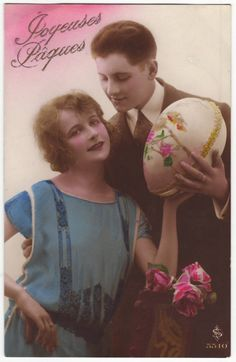 French postcard - Romantic couple with easter egg - Vintage hand tinted postcard - Antique art nouveau - Easter greetings - 1920's