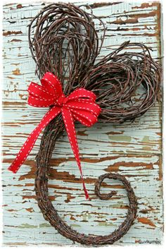Heart with a flourish Valentines Day Decorations, Flower Decorations, Christmas Decorations, Christmas Time, Christmas Crafts, Willow Weaving, Theme Noel, Diy Home Crafts, Nature Crafts