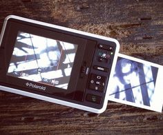 Capture treasured moments and print them out in a snap using the Polaroid digital camera. This compact 10 mega pixel camera features a 3 inch LCD screen for viewing your pictures and is SD compatible so you can increase the memory up to 32 gigs.