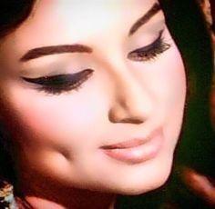 Golden Era of Bollywood: Archive Vintage Bollywood, Bollywood Girls, Bollywood Actors, Bollywood Celebrities, Beautiful Bollywood Actress, Most Beautiful Indian Actress, Retro Makeup, Eye Makeup, Old Film Stars