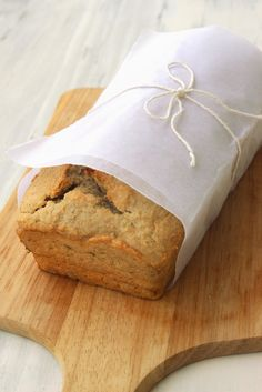 Quinoa banana bread. This recipe is full flavoured with 2 ripe bananas and a the quinoa gives you protein and essential amino acids! #vegetarian #bread