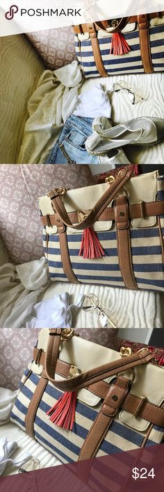 Handbag Casual ALDO bag. Very roomy and super easy to use...stylish with summer dresses and jeans!! Brown sided leather with gold chains, and cream and navy stripes.  PS: used it once or twice, very new.. Aldo Bags Totes