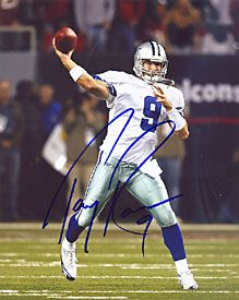 Tony Romo Autographed / Signed 8×10 Photo Throwing the Ball