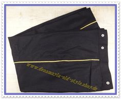 US / CS Hose dunkelblau mit goldenen Streifen für Offiziere bzw. Gala 2 Einschubtaschen mit Hosenträgerknöpfen nicht gefüttert, unten nicht gesäumt nach authentischen Vorbild Material: reine Wolle