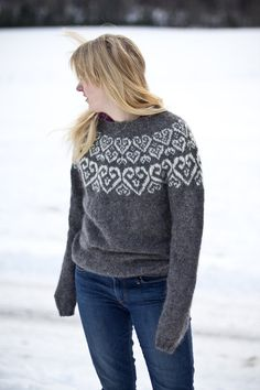 Sweetheart Icelandic lopapeysa pattern knitted wool by Linnah. I need to find someone to knit this for me. Knitting Stitches, Knitting Patterns Free, Knitting Yarn, Knit Patterns, Knitting Charts, Wool Yarn, Icelandic Sweaters, Wool Sweaters, Fair Isle Pattern