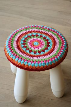 Handwerken « Hutsefluts!!! crochet top stool - so pretty