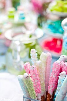 Garden party baby shower candy party, party и desserts. Baby Shower Candy, Baby Shower Parties, Chocolates, Pretzel Dip, Pretzel Sticks, Pretzel Rods, Chocolate Dipped Pretzels, Candy Party, Cute Food