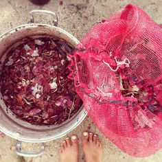 Red onion skin fabric dying via Folk Fibers Blog | Folk Fibers