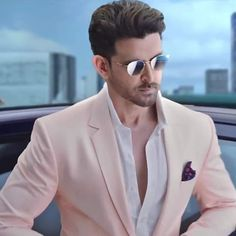 hello, elegants in this video we will look at the top 5 most elegant actors in Bollywood. This video brings you the best stylish actors in Bollywood. Actor Picture, Actor Photo, Hrithik Roshan Hairstyle, Jodhaa Akbar, Indian Men Fashion, Photography Poses For Men, Actors Images, Most Handsome Men, Handsome Faces