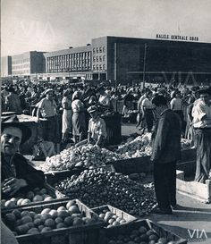 Farmers market, Bucharest, the fifties, Piața Obor, anii City People, Bucharest Romania, Timeline Photos, Old Pictures, Time Travel, Dolores Park, Past, Places To Visit, Memories
