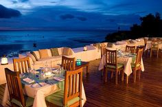Dinner of the rooftop terrace at Ibo Island Lodge. Outdoor Chairs, Outdoor Furniture Sets, Outdoor Decor, Rooftop Dining, Rooftop Terrace, Countries To Visit, Turquoise Water, Great Restaurants, Archipelago