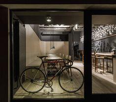 Image 10 of 18 from gallery of Origo Coffee Shop   Lama Arhitectura.  Photograph by Radu Malasincu 451aed67f