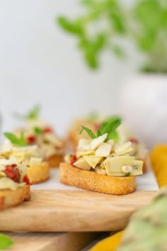 Try this simple artichoke bruschetta recipe for a delicious and quick appetizer. Perfect for antipasto and entertaining at home. It's a great summer party recipe idea, and a no-fail delicious side dish. Bruschetta Toppings, Bruschetta Recipe, Quick Appetizers, Appetizer Recipes, Meal Recipes, Easy Meal Prep, Easy Meals, Tasty, Yummy Food