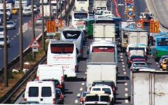 Fatih Sultan Mehmet Köprüsü Anadolu Yakası yönündeki çalışmalar sebebiyle bir şerit daha trafiğe kapatıldı.