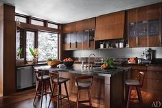 Modern mountain cabin with contemporary country kitchen #rustic #decor