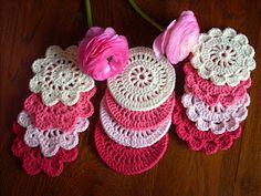 Scraponique: Crocheted coasters and great flowers!