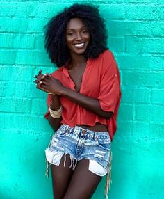 Bea-U-ti-ful cocoa skin and white teeth!!! Looks Somali...