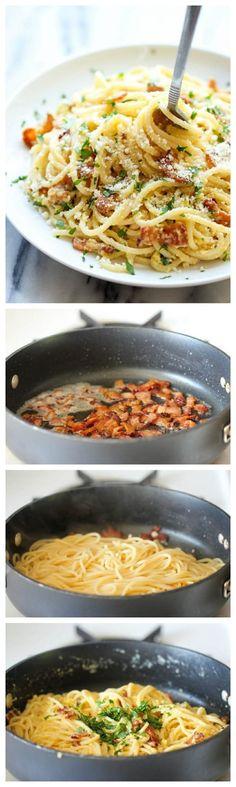Simplemente espagueti + bacón + ajo + parmesano + huevo. Consigue la receta.