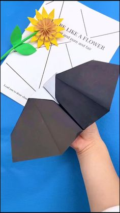 Paper Crafts Origami, Paper Crafts For Kids, Diy Paper, Diy For Kids, Diy Crafts Hacks, Diy Home Crafts, Fun Crafts, Paper Bat, Paper Birds