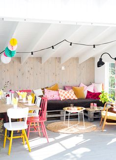 Would love this in the sunroom area. Pallets stained grey as sofa base, ceilings, walls, colour....
