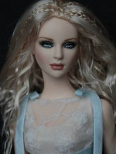 About BJD Ashleigh: Second version of BJD Asleigh with painted eyes wearing Ellowyne fashion