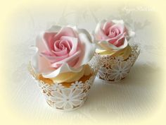 Rose Wedding Cupcakes. Too pretty to eat!