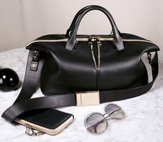 Chloé Monochromatic & elegant ‒ the latest additions to our gift collection include the iconic Baylee bag and Carlina sunglasses