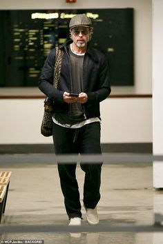 Rich casual look: Pitt carried a woven bag over his shoulder as he held on to a cell phone. The ex-husband of Jennifer Aniston went for the layered look with a black zip-up jacket over a grey shirt over a white shirt and dark slacks Brad Pitt Style, Brad Pitt Haircut, Brad Pitt And Angelina Jolie, Latest Mens Fashion, Black Zip Ups, Hats For Men, Wearing Black, Beautiful Men, Men Casual
