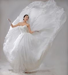 ♥ SO wanna do a wedding pic of me jumping in my dress!!!! =)
