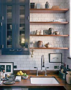 70 Brilliant Small Apartment Kitchen Decor Ideas – Home Design Eclectic Kitchen, Modern Kitchen Design, Rustic Kitchen, Interior Design Kitchen, Kitchen Decor, Kitchen Colors, Modern Design, Interior Ideas, Country Kitchen