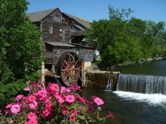 Water wheel in Pigeon Forge - Tennessee
