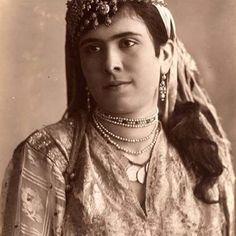 إمرأة موريسكية من الجزائر ،1870 Femme Mauresque d'Algerie ,1870 #algerie #algeria #peinturedalgerie #art #art#artwork #artofinstagram #photo #photography #photographer #الجزائر #الجزائر_المحمية_بالله #تاريخ_الجزائر #التراث_الجزائري #اللباس_التقليدي_الجزائري #اعرف_بلادك_الجزائر_وعرف_بيها #اعرف_بلادك_وعرف_بيها