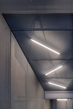 Private Clubhouse / Crossboundaries : © YANG Chao Ying Completed in 2016 in China. Images by YANG Chao Ying. Located in the Hebei Province, the building serves as a private clubhouse to host the owner's VIP guests during their visits. Gym Interior, Office Interior Design, Office Interiors, Interior Architecture, Office Ceiling Design, Gym Design, Design Hotel, Retail Design, House Design